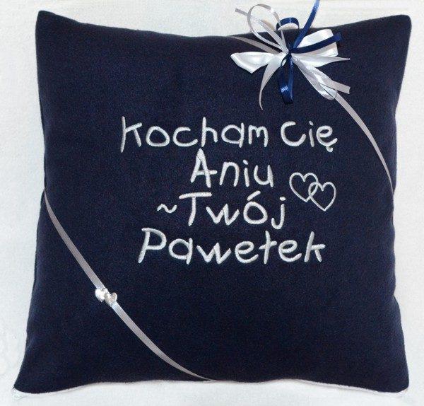 poduszka haftowana na walentynki