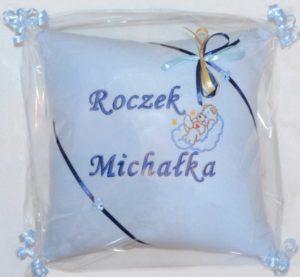 prezent na roczek z haftem poduszka